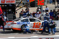 Ryan Blaney, Team Penske, Ford Fusion Devilbiss pit stop