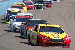 Joey Logano, Team Penske, Ford Fusion Pennzoil, Jamie McMurray, Chip Ganassi Racing, Chevrolet Camar