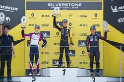 Podio: ganador de la carrera Max Fewtrell, R-Ace Gp, segundo lugar Logan Sargeant, R-Ace GP, tercer puesto Yifei Ye, Josef Kaufmann Racing