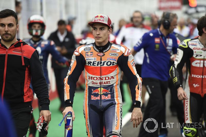 Marc Marquez, Repsol Honda Team, pilotos abandonan la parrilla