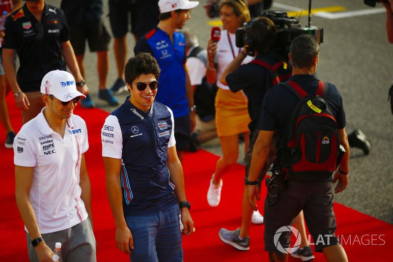Esteban Ocon, Force India, ve Lance Stroll, Williams Racing, pilotlar geçit töreninde