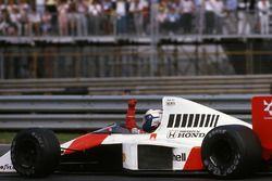 Ganador de la carrera Alain Prost, McLaren MP4/5