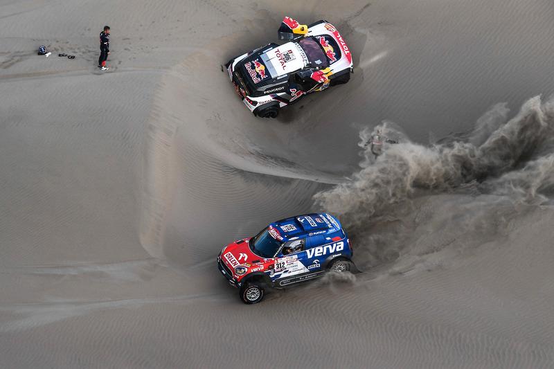 #312 X-Raid Team Mini: Jakub Przygonski, Tom Colsoul, #306 Peugeot Sport Peugeot 3008 DKR: Sébastien
