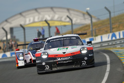 #93 Porsche GT Team Porsche 911 RSR: Патрік Пілет, Нік Тенді, Ерл Бембер, Дірк Вернер