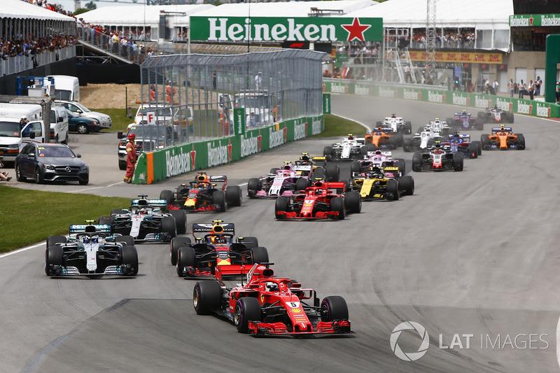Sebastian Vettel, Ferrari SF71H, precede Max Verstappen, Red Bull Racing RB14, Valtteri Bottas, Mercedes W09