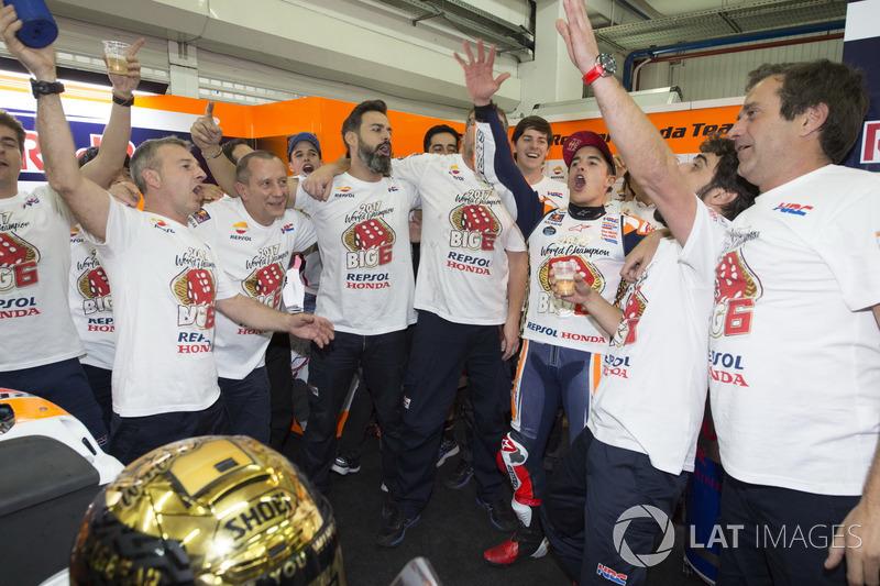 Campeón del mundo Marc Márquez, Repsol Honda Team con el equipo