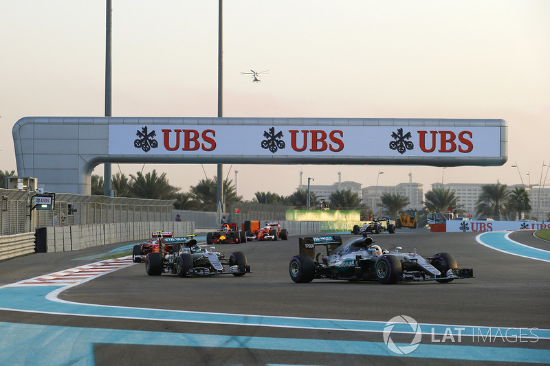 Льюіс Хемілтон, Mercedes F1 W07 Hybrid, Ніко Росберг, Mercedes F1 W07 Hybrid, і Кімі Райкконен, Ferrari SF16-H
