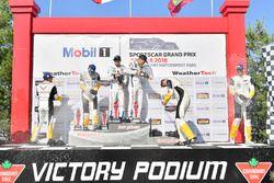 #67 Chip Ganassi Racing Ford GT, GTLM: Ryan Briscoe, Richard Westbrook, festeggiano la vittoria sul podio con #3 Corvette Racing Chevrolet Corvette C7.R, GTLM: Antonio Garcia, Jan Magnussen, #4 Corvette Racing Chevrolet Corvette C7.R, GTLM: Oliver Gavin, Tommy Milner