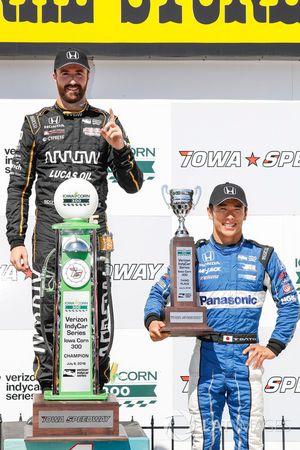James Hinchcliffe, Schmidt Peterson Motorsports Honda, Takuma Sato, Rahal Letterman Lanigan Racing Honda, sul podio