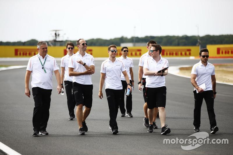 Gil de Ferran, Stoffel Vandoorne, McLaren