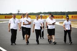 Gil de Ferran, Stoffel Vandoorne, McLaren, and other McLaren team members during track walk