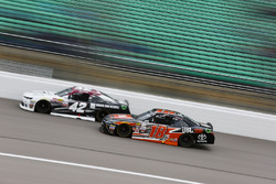 Tyler Reddick, Chip Ganassi Racing Chevrolet e Christopher Bell, Joe Gibbs Racing Toyota