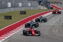 Sebastian Vettel, Ferrari SF70H, Lewis Hamilton, Mercedes AMG F1 W08, Valtteri Bottas, Mercedes AMG F1 W08