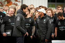 Lewis Hamilton, Mercedes AMG F1, Toto Wolff, Director Mercedes AMG F1