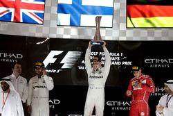 Победитель Валттери Боттас, второе место – Льюис Хэмилтон, Mercedes AMG F1, третье место – Себастьян Феттель, Ferrari