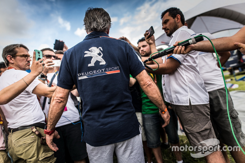 Carlos Sainz, Peugeot Sport with the media