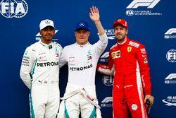 Ganador de la pole Valtteri Bottas, Mercedes AMG F1, segundo lugar Lewis Hamilton, Mercedes AMG F1, tercer lugar Sebastian Vettel, Ferrari