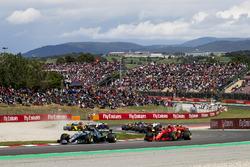 Valtteri Bottas, Mercedes AMG F1 W09, Kimi Raikkonen, Ferrari SF71H