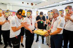 Fernando Alonso, McLaren is presented a birthday cake from the McLaren Team