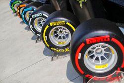 Exhibición de neumáticos Pirelli
