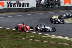 Juan Pablo Montoya, BMW Williams FW23 overtakes Michael Schumacher, Ferrari F1 2001