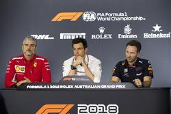 Maurizio Arrivabene, team principal Ferrari, Toto Wolff, directeur exécutif Mercedes AMG F1 et Christian Horner, team principal Red Bull Racing lors de la conférence de presse