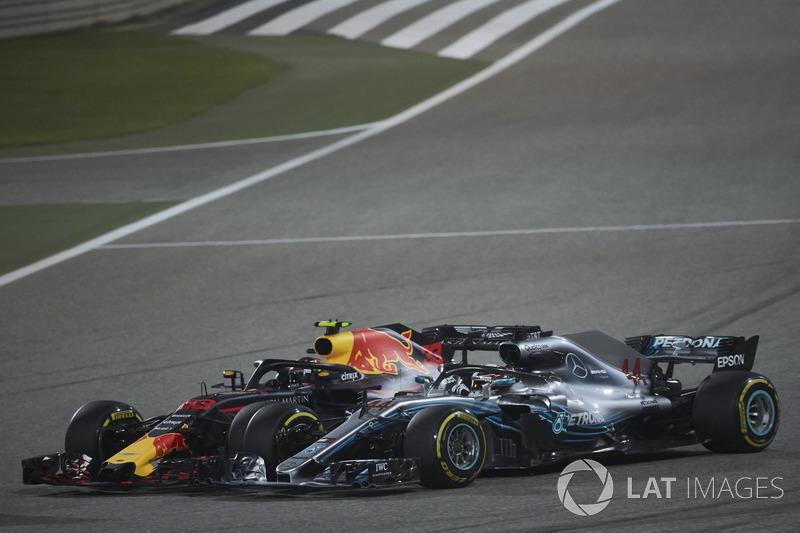 Zderzenie Lewis Hamilton, Mercedes AMG F1 W09 MaxEM VerstappenEM, Red Bull Racing RB14 Tag Heuer