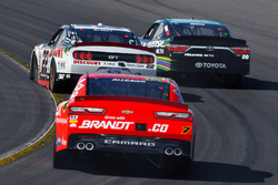 Ryan Blaney, Team Penske Ford, Erik Jones, Joe Gibbs Racing Toyota and Justin Allgaier, JR Motorsports Chevrolet