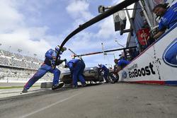 #66 Chip Ganassi Racing Ford GT, GTLM: Дірк Мюллер, Джоі Хенд, Себастьян Бурде, пит-стоп