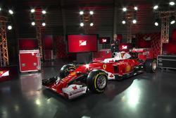Машина Ferrari SF16-H