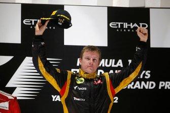 Podium: race winner Kimi Raikkonen, Lotus