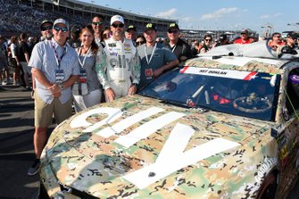 Jimmie Johnson, Hendrick Motorsports, Chevrolet Camaro Ally Patriotic, with guest