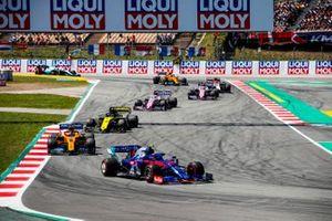 Alexander Albon, Toro Rosso STR14, Carlos Sainz Jr., McLaren MCL34, Daniel Ricciardo, Renault R.S.19, Sergio Perez, Racing Point RP19, en Lance Stroll, Racing Point RP19