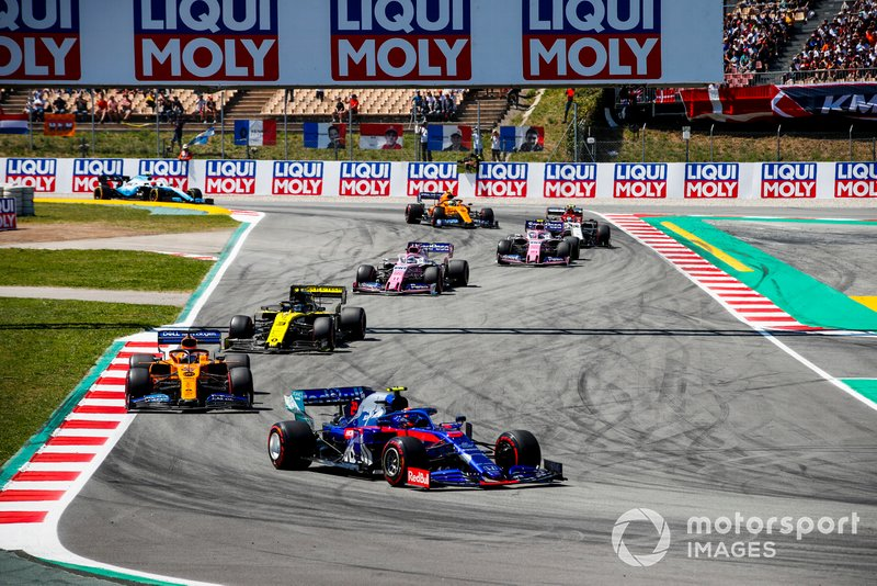 Alexander Albon, Toro Rosso STR14, leads Carlos Sainz Jr., McLaren MCL34, Daniel Ricciardo, Renault R.S.19, Sergio Perez, Racing Point RP19, and Lance Stroll, Racing Point RP19