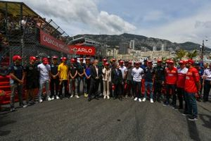 Chase Carey, Chairman, Formula 1, Jean Todt, President, FIA, Michelle Yeoh, and the drivers lead a tribute to the late Niki Lauda