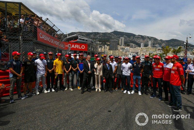 Минута молчания в память о Ники Лауде: Чейз Кэри, президент FIA Жан Тодт, Мишель Йео и гонщики Ф1