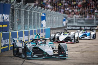 Gary Paffett, HWA Racelab, VFE-05, Oliver Rowland, Nissan e.Dams, Nissan IMO1