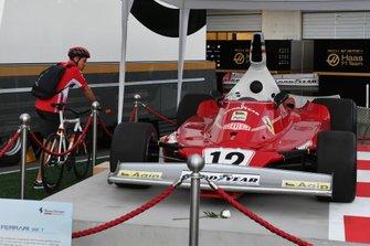 Sebastian Vettel, Ferrari looking at the Ferrari 312T of Niki Lauda on display in the paddock
