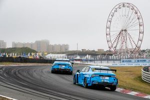 Yann Ehrlacher, Cyan Performance Lynk & Co, davanti a Thed Bjork, Lynk & Co Cyan Racing
