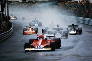 Niki Lauda, Ferrari 312T, leads Jean-Pierre Jarier, Shadow DN5 Ford