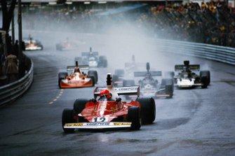 Niki Lauda, Ferrari 312T; Jean-Pierre Jarier, Shadow DN5