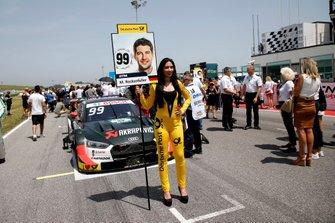 Grid girl di Mike Rockenfeller, Audi Sport Team Phoenix