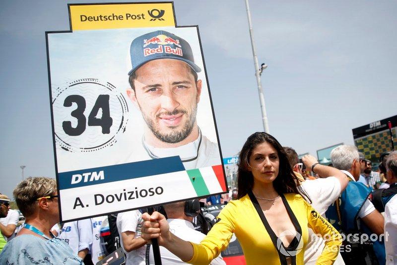 La grid girl di Andrea Dovizioso, Audi Sport Team WRT
