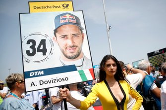 Grid girl of Andrea Dovizioso, Audi Sport Team WRT