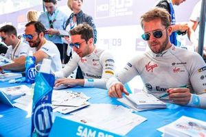 Robin Frijns, Envision Virgin Racing, Sam Bird, Envision Virgin Racing at the autograph session
