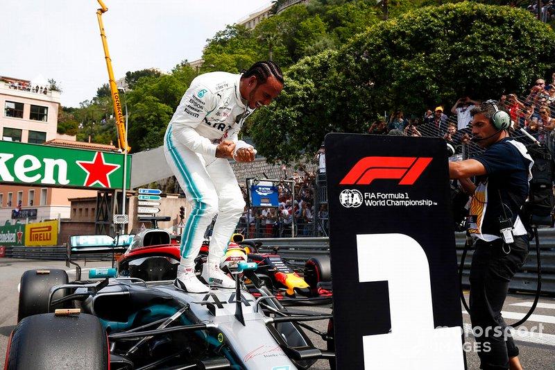 Hamilton faz a pole em Mônaco