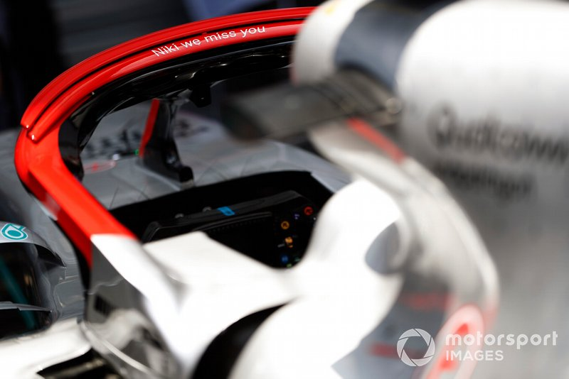 Message on the halo of the Mercedes AMG F1 W10 in onore di Niki Lauda