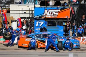 Ricky Stenhouse Jr., Roush Fenway Racing, Ford Mustang NOS Energy pit stop