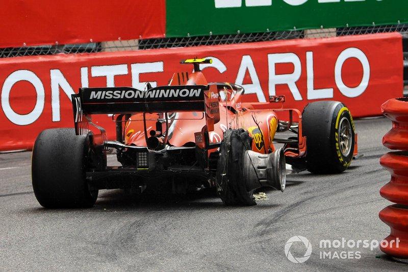 Charles Leclerc, Ferrari SF90, subisce una foratura