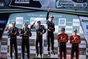 Les vainqueurs Thierry Neuville, Nicolas Gilsoul, Hyundai Motorsport Hyundai i20 Coupe WRC